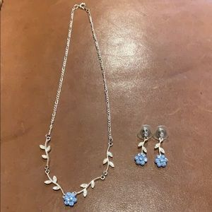Jewelry - Blue flower necklace and earrings set